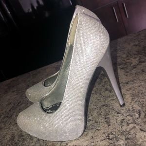 Silver Sparkly Pumps - Shi by Journeys